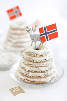 Kransekake Norwegian Wedding or Christmas Cake - Christmas Desserts Noel Christmas, Christmas Goodies, Christmas Desserts, Christmas Treats, Norwegian Cuisine, Norwegian Food, Norwegian Recipes, Scandinavian Food, Scandinavian Christmas