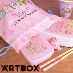 "New Pink Polka Dot bento accessories are now on ARTBOX.co.uk ~ Make taking lunch to work or school easier with a handy Drawstring Bento Pouch - also known as a ""kinchaku""! Wrap up all your cutlery and lunch boxes safely in this Sumikko Gurashi themed bag and head off for the day's journey #artboxuk #sumikko #sumikkogurashi #sanx #bento #kinchaku #chopsticks #japanese #japan #bentobox #kawaii #furoshiki #cute #lunchbox"