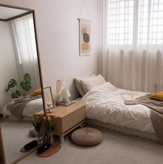 Wohnzimmer/schlafzimmer 35 Adorable Practical Bedroom Design Ideas You Are Looking For Small Apartment Bedrooms, Small Room Bedroom, Home Bedroom, Small Apartments, Bedroom Inspo, Small Rooms, Bedroom With Couch, Loft Bedroom Decor, Big Mirror In Bedroom