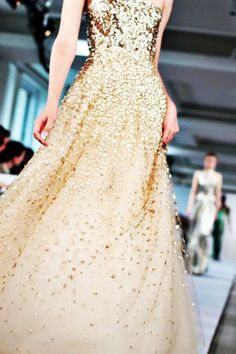 Glitter Gold Evening Prom Dress for Charming Ladies #wedding #dress www.loveitsomuch.com