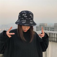 Outfits With Hats, Mode Outfits, Cute Casual Outfits, Fashion Outfits, Fashion Trends, Fishing Cap, Grunge Look, Bob Chapeau, Bucket Hat Outfit