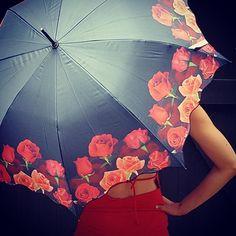 "Motivschirm Automatik ""Rosenbouquet"" #roses #redroses #rosen #fashionblogger #germanblogger #instablogger #germany #lifestyle #ethno #fashion #accessories #outfit #umbrella #sunshine #beach #sea #bohemian #gypsy #ibiza #sttropez #print #schirm #regenschirm #travelinstyle #heaven #bluesky #designer #instyle #accessories ☔️"