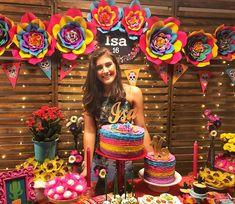 A linda e doce Isadora em sua mesa com inspiração mexicana #partydecor #festamexicana #andreagianessidecor #isa16