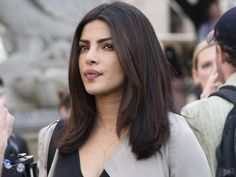Priyanka Chopra : sublime en look néon