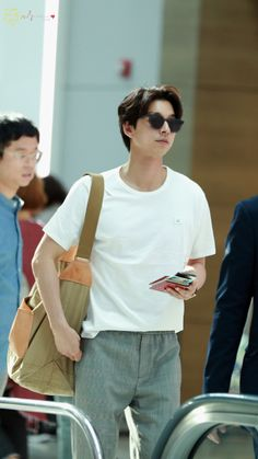 Gong Yoo 공유 — Update - Gong Yoo at Incheon International Airport. Asian Actors, Korean Actors, Goblin Gong Yoo, Oppa Gangnam Style, Yoo Gong, Goong, Kyung Hee, Korean Fashion Men, Boys Like