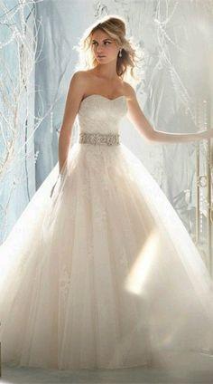 Vestido elegante, largo corte corazón, perfecto para tu boda