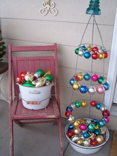 Beyond The Picket Fence: You Say Tomato (cage), I Say Christmas Decoration