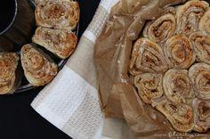Zimtschnecken sind ein echter Gaumenschmaus. Diese Alternative mit Blätterteig und Nüssen ist noch dazu in nur 30 Minuten fertig.