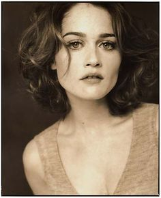 I seriously have the biggest girl crush on Robin Tunney.