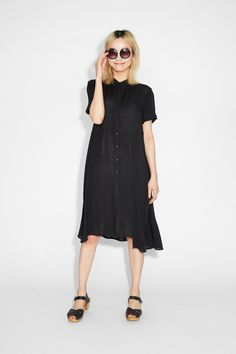 Beach or downtown, this dreamer of a dress is the ultimate summer high. With a sweetened up collar, button-all-way-up front and side pockets, its fabulosly crêped fabric is super easy and breezy.  colour: black magic In a size small the chest width is 95 cm and the length is 70 cm. The model is 170 cm and is wearing a size small.