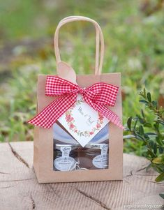 Honey Packaging, Cookie Packaging, Diy Food Gifts, Creative Gifts, Homemade Gift Baskets, Homemade Gifts, Diy And Crafts, Paper Crafts, Birthday Gifts For Best Friend
