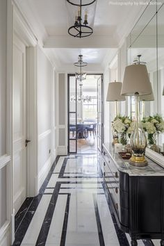 Marble entryway in Mayfair by Gunter & Co Interiors – Decorating Foyer Hall Design, Floor Design, House Design, Best Interior, Luxury Interior, Interior Design, Interior Styling, Modern Entryway, Entryway Decor