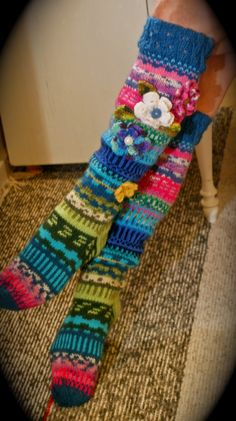 ideas for crochet socks pattern knee highs fair isles Crochet Socks Pattern, Crochet Shoes, Crochet Slippers, Knit Crochet, Knitting Socks, Hand Knitting, Knitting Patterns, Crochet Patterns, Sock Crafts