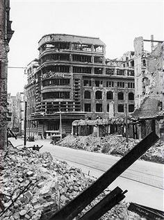 secteur Allemagne Berlin soviétique: vue du bâtiment détruit de la maison d'édition Rudolph Mosse à Jerusalemer Straße 46-49 / Schuetzenstrasse 18-25 - non datée - Photographe: Martin Badekow - propriété Vintage de ullstein bild