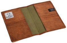 """Wie angegossen - so sitzt diese Hülle namens """"Becky""""! Sag Adé zu Eselsohren und freu Dich auf eine tolle Buchhülle, die Dein Lieblingsbuch optimal schützt. Das weiche, naturgegerbte, hellbraune Ziegenleder schmiegt sich um Dein Buch und überzeugt mit seinem einfachen und schlichten Style, der einen Hauch Natürlichkeit mit dem angesagtem Vintage-Design verbindet - Lederumschlag - Gusti Leder - P4"""