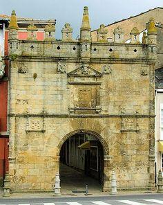 Puerta de Carlos V, Viveiro, Lugo, Spain