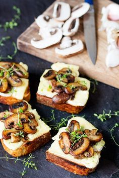 Life Hacks : Illustration Description Garlic, mushroom and brie toast. The 25 Most Delicious Things You Can Do with Brie -Read More – Easy To Make Appetizers, Appetizers For Party, Appetizer Recipes, Burger Recipes, Appetizer Dinner, Yummy Appetizers, Garlic Mushrooms, Stuffed Mushrooms, Roasted Mushrooms