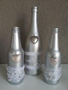 Leuke wijnfles en twee bierflesjes zilver gespoten en versierd.