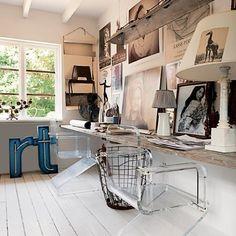 Witte parketvloer. Wit geschilderd met Woca dekkend vloerverf. Vanaf $70 per m2