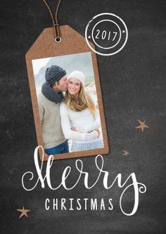 Kerstkaart met een krijtbord look achtergrond en daarop een staande foto in een label, verkrijgbaar bij #kaartje2go voor €0,99