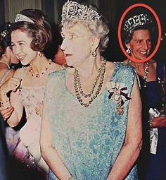 Sofía de Greee, Rainha Ena e la Beatriz vestindo de Ena Aquamarine Tiara