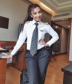 Women Ties, Suits For Women, Sexy Women, Women Wearing Ties, Pilot Uniform, Office Dress Code, Airline Uniforms, Female Pilot, Fashion Poses