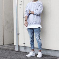 Denim jogger/athletic jumper/long lines tee/white sneaker/men's shoe/men's fashion/ street style