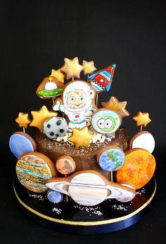 Торт без мастики с пряниками Космос