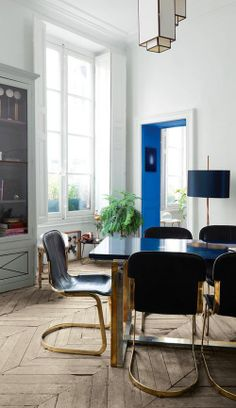 Simply color the edge, ofanything, to take a piece of furniture or decor  from ordinary to extraordinary.