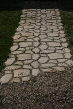 DIY: How to Make a Faux Stone Walkway on a Budget - using concrete, stones and a form. Adding sand to the seams makes it look like real stone and cuts down on weeds - DIY Home Decor and Easy Household tutorials