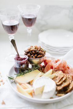 Four Holiday Appetizers & Wine Pairings - Monika Hibbs - Gibbie Levicount Holiday Appetizers, Appetizer Recipes, Holiday Recipes, Wine Deals, Christmas Wine, Wine Cheese, What To Cook, Clean Eating Snacks, Wine Recipes