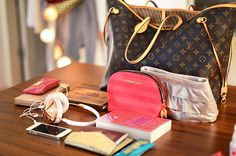 What's in My Bag? - HUMPS & PUMPS