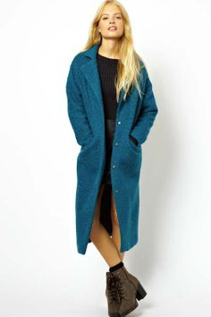 The relaxed fit gives this teal maxi coat an effortless vibe that is simultaneously casual and glam. Works just as well for everyday as it does for fancier occasions. ASOS