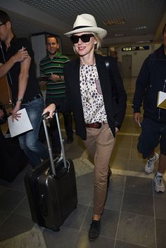 Naomi Watss en el aeropuerto, llega para el Festival de Cannes 2014 - Street Style