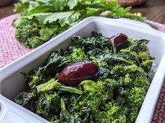 "Sicilian-Style Garlicky Broccoli Rabe like ""Cavuliceddi"" - Solo-Dolce Neapolitan Recipe, Eating Alone, Sicilian Recipes, Kalamata Olives, Dried Tomatoes, Seaweed Salad, 4 Ingredients, Food Print, Broccoli"