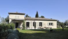 Location située à St Rémy de Provence. Ce mas d'exception de 360 m2 au coeur des…