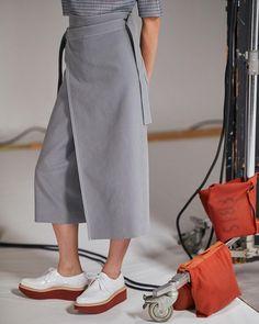 いいね!512件、コメント3件 ― beautiful people officialさん(@beautifulpeople_officialsite)のInstagramアカウント: 「パンクファッションのボンテージパンツ(パンツとスカートがセットになったアイテム)から発想されたパンツとスカートの中間のようなユニークなパターンのボトム。⠀…」