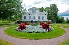 Annalan kartanopuisto, Helsinki, Finland.
