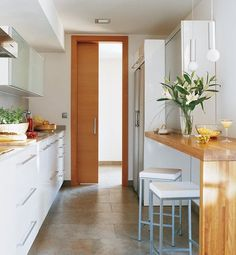 Galley Kitchen Remodel Ideas (Small Galley Kitchen Design, Makeovers, and Plans) Kitchen Interior, Kitchen Designs Photos, Galley Kitchen Remodel, Kitchen Remodel, Home Kitchens, Kitchen Style, Galley Kitchen Design, Kitchen Design, Small Kitchen Decor