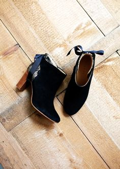Show-Shoes ❤️ ❤️ Fancy Shoes, Pretty Shoes, Crazy Shoes, Me Too Shoes, Cc Fashion, Fashion Heels, Look Fashion, Chelsea Ankle Boots, Low Boots