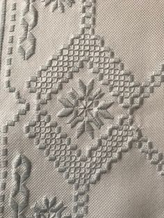 Bargello, Blackwork, Diy And Crafts, Embroidery, Christmas Ornaments, Retro, Sewing, Rugs, Pattern