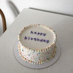 soft aesthetic tones of coffee - Dessert deco - Blechkuchen Pretty Birthday Cakes, Happy Birthday Cakes, Pretty Cakes, Beautiful Cakes, Amazing Cakes, My Birthday Cake, Tumblr Birthday Cake, Birthday Cake Decorating, Girl Birthday