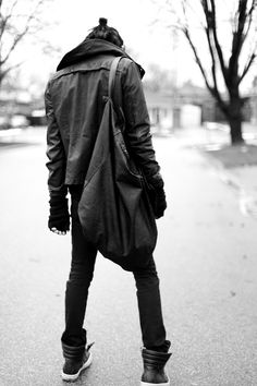 love the silhouette- big collar, bit of a droopy but well cut jacket, straight legs, open ankled sneakers.