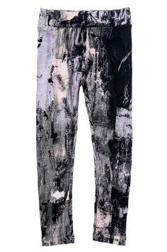 Twist & Tango Lexie-leggingsit Twist & Tango Lexie -leggingsit pehmeää trikoota. Kuviollinen malli, jossa kapea istuvuus. Leveä, päälleommeltu vyötärönauha ja upotettu kuminauha. <br><br>100% puuvillaa<br>Istuvuus: slim<br>Pesu 30°