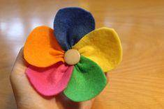 Cómo hacer una flor de colores con fieltro   facilisimo.com