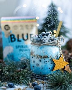 """Healthy foods made fun 💃 on Instagram: """"Make Monday Blues blissful with this beautiful brekkie jar! 💙  This healthy breakfast treat is made with granola, bluebs and yogurt mixed…"""" Healthy Foods, Healthy Recipes, Monday Blues, Raw Vegan, Granola, Yogurt, Bliss, Jar, Treats"""