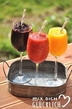 Wine slushies are the perfect summer drink made from frozen fruits, ice cubes and wine. Refreshing, tasty and easy to make! Wine slushies are the perfect summer drink made from frozen fruits, ice cubes and wine. Refreshing, tasty and easy to make! Party Drinks, Cocktail Drinks, Cocktail Recipes, Alcoholic Drinks, Craft Cocktails, Frozen Fruit, Vegetable Drinks, Challah, Summer Drinks