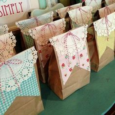 Brown paper packages tied up with strings. gift wrapping ideas a country picnic party Pretty Packaging, Gift Packaging, Packaging Ideas, Craft Gifts, Diy Gifts, Party Gifts, Wrapping Gift, Wrapping Ideas, Country Picnic