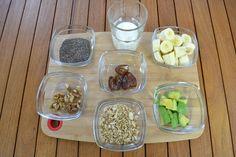Los ingredientes del smoothie bowl de hoy: leche, aguacate, plátano y dátiles. Además como toppings le añadiré nueces, muesli y chía.