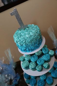 Blue Ombré smash cake and cupcakes swirl design